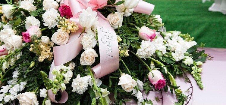 Jakie kwiaty wypada przynieść napogrzeb?